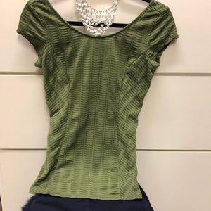 Sm GUESS olive green top